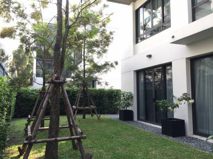 , Super Luxury House in new CBD only 5 minutes from the MRT Cultural Center Station, fully furnished.